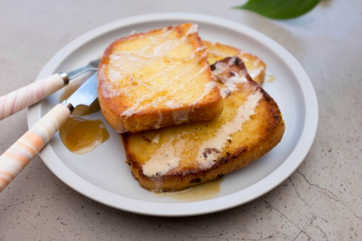 French toast served close r